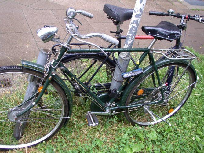 zwei Fahrrädera