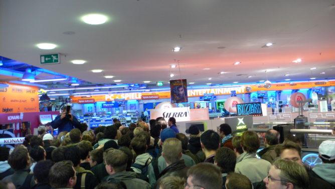 Gerangel um eine Wii Konsole im Saturn in Hamburg