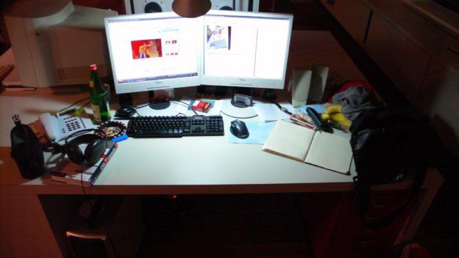 Schreibtisch in der Agentur