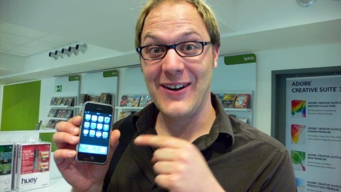 Das iPhone, meine Zahnlücke, eine unscharfe Hand und ich