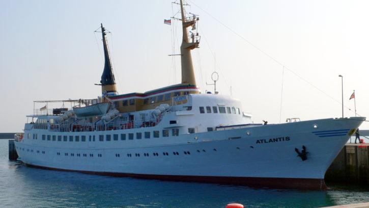 Schiff von Cuxhaven (Alte Liebe) nach Helgoland