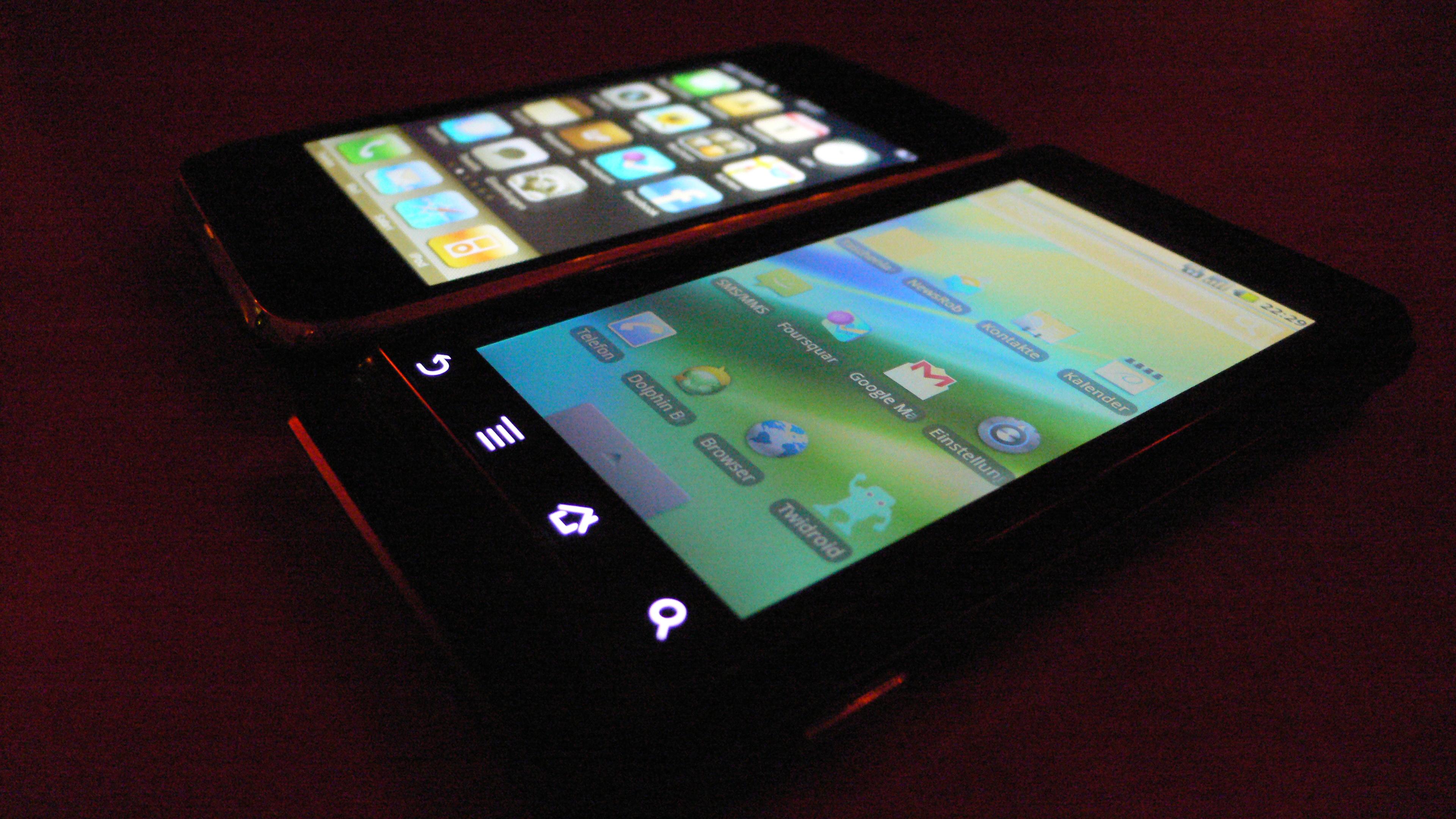 iPhone und Motorola Milestone/Droid im Saal 2 auf der Schanze