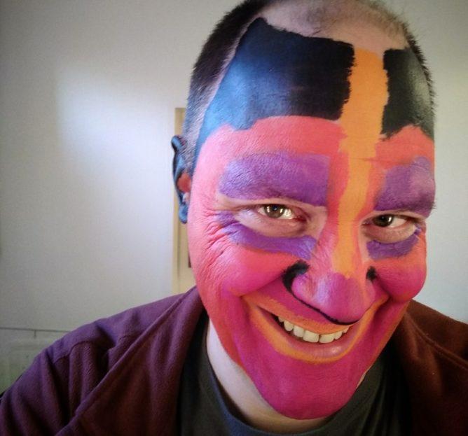 Gesicht mit Wasserfarbe