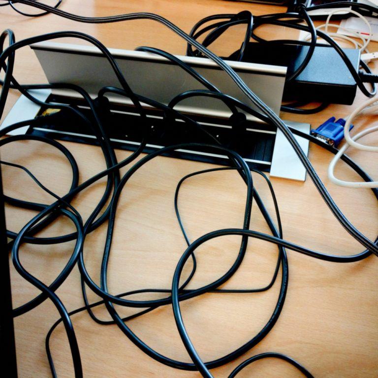 Normalerweise sind WLAN Kabel unsichtbar, aber hier sehen Sie eine Auswahl an WLAN Kabel.