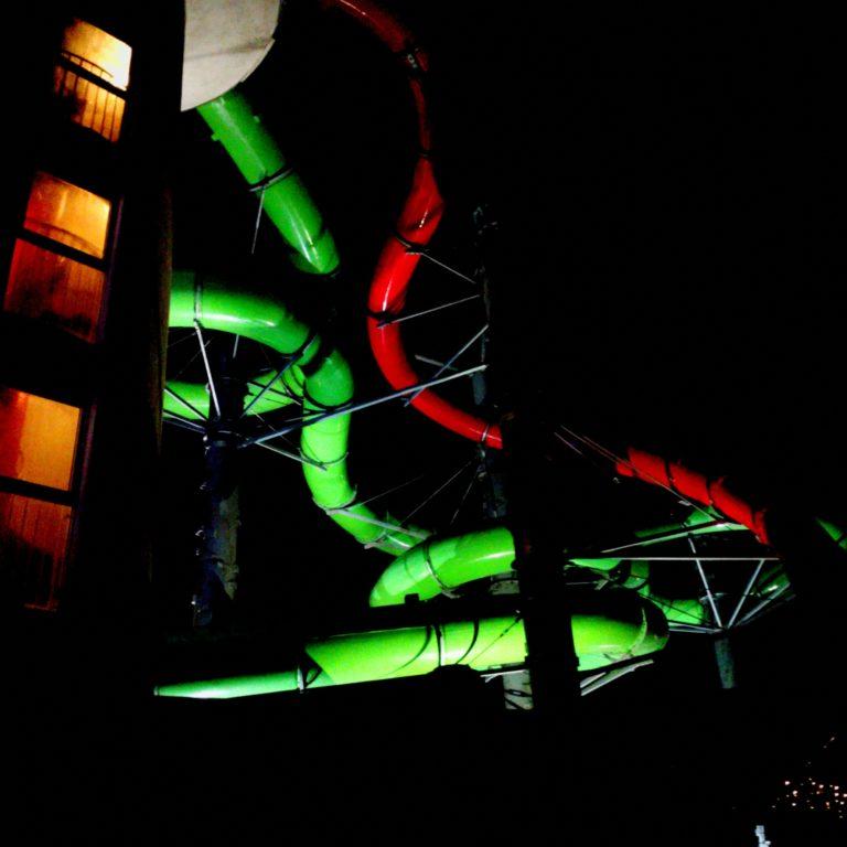 Rutschen der Ostseetherme bei Nacht.