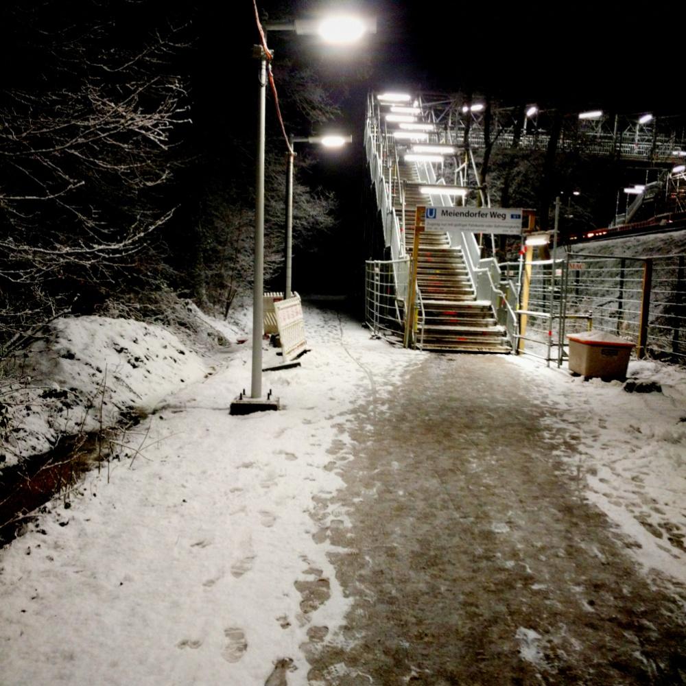 Schnee an der U-Bahn Meiendorfer Weg
