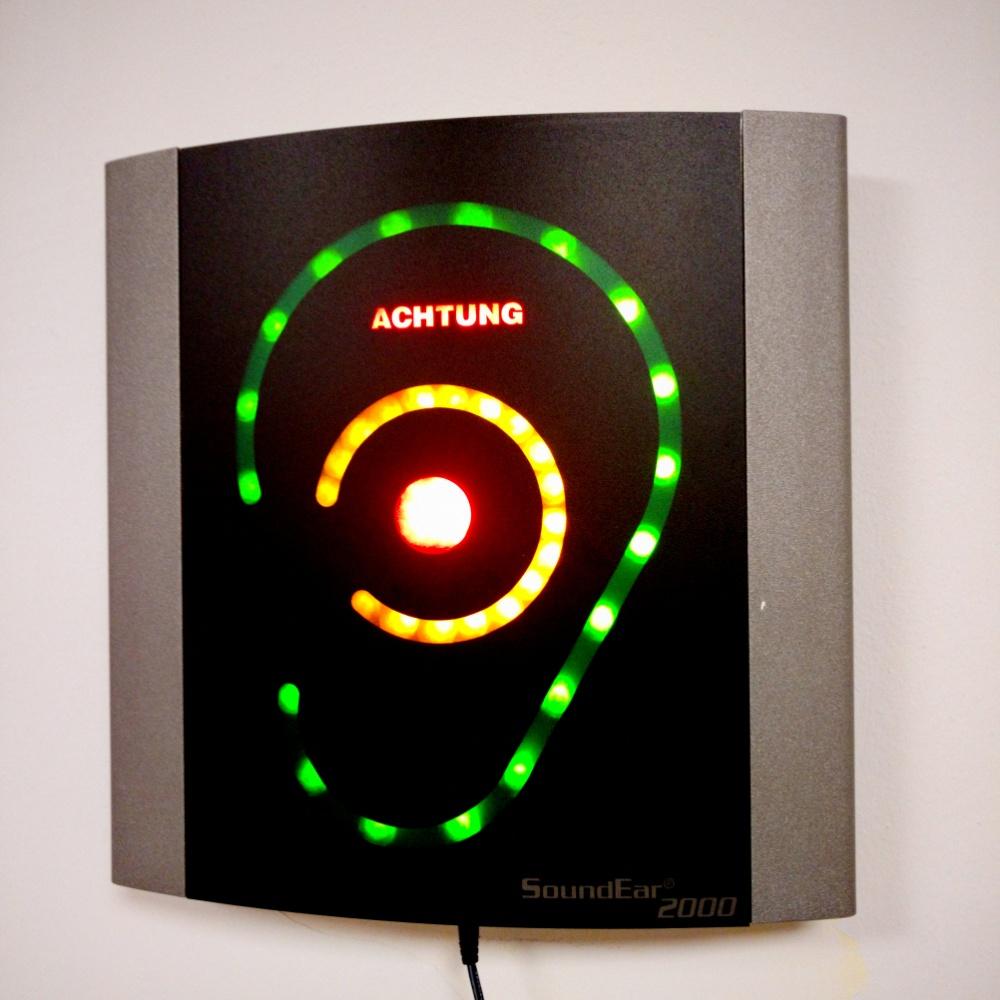 Ein Ohr mit LED Anzeige zur Lautstärke
