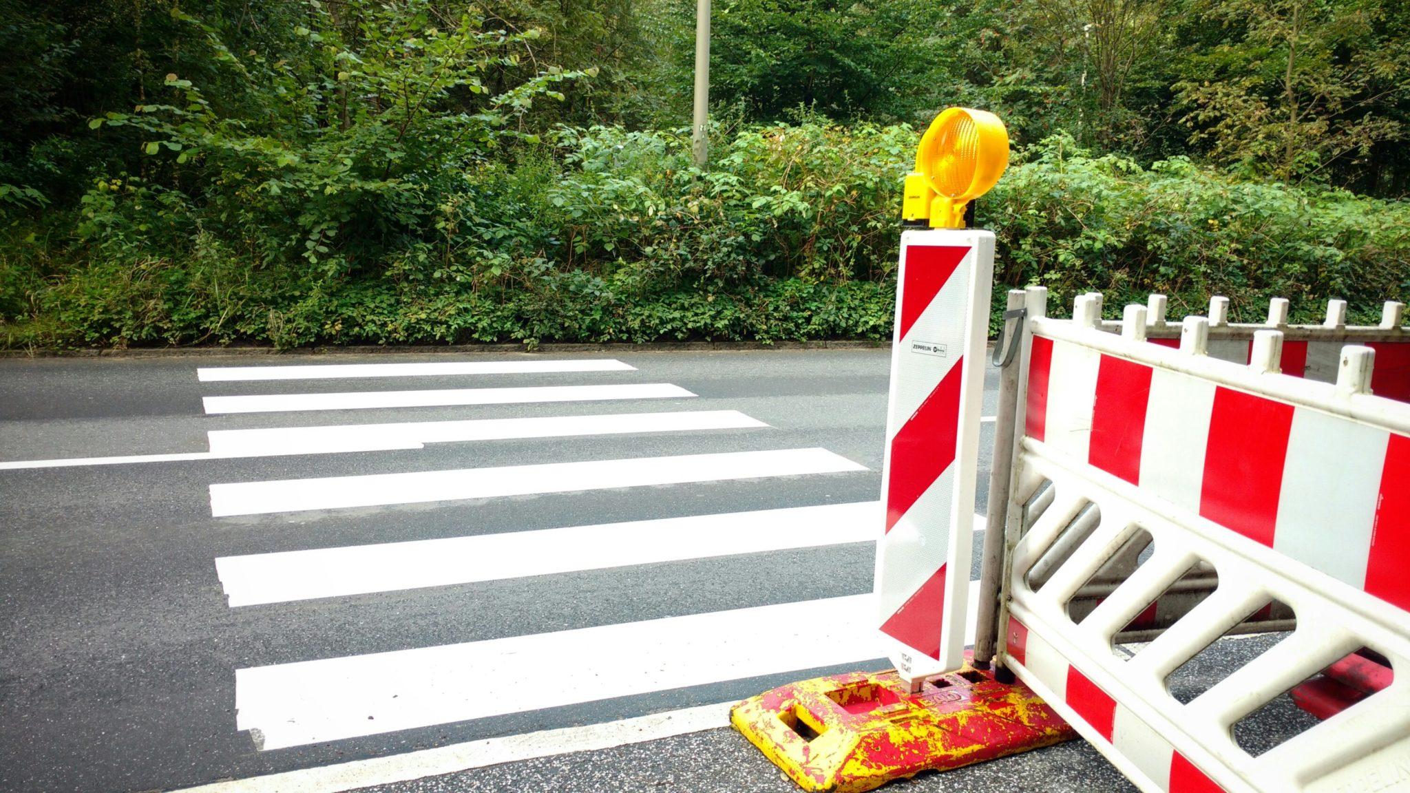 In Hamburg Meiendorf gibt es einen neuen Zebrastreifen, aber, wie jetzt?