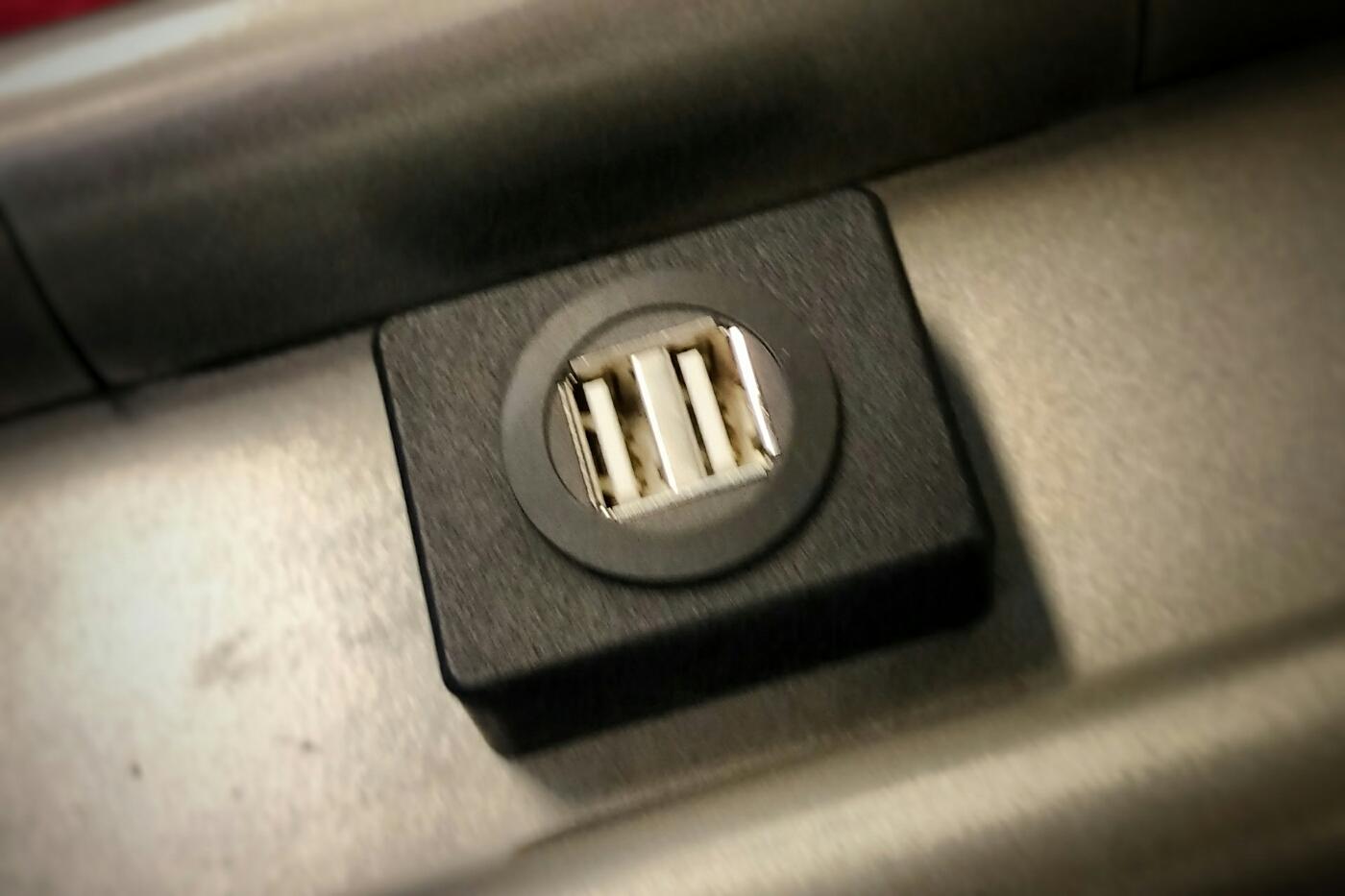 Bild einer USB Buchse in Hamburger U-Bahn